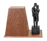 Urn-BronzeWoodenDisplay